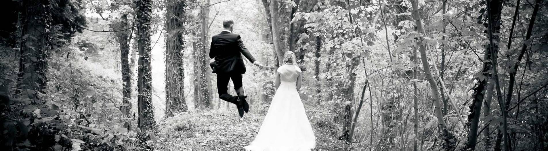 Abheben vor Glück - Hochzeitsfotograf in Detmold und Lippe